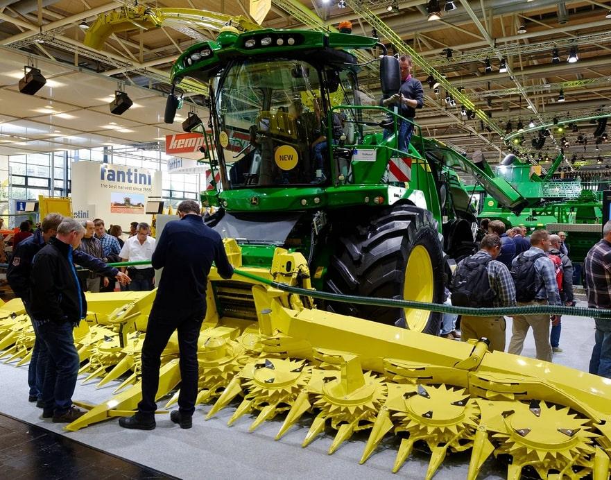 выставка тракторов и спецтехники