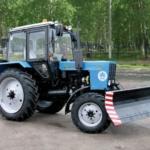 трактор с щеткой и ковшом